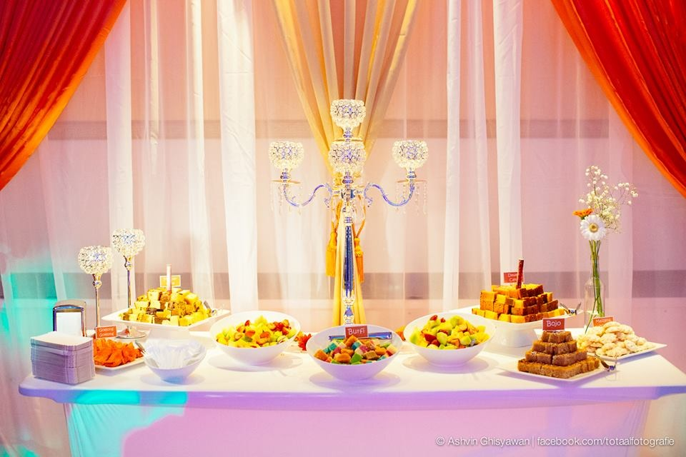 Sweet & dessert table